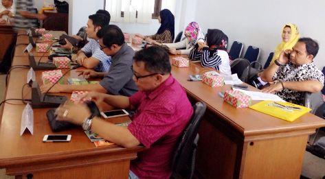 Foto Bersama Bupati ,Dan, Legislator Komisi B. Dprd Sulsel (Dok. WA)