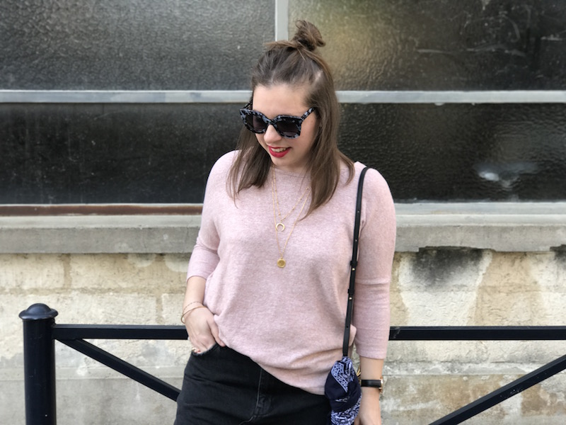 pull loose rose Pimkie, jupe en jean noir Pull and bear, jimmy fairly, trio bag Céline