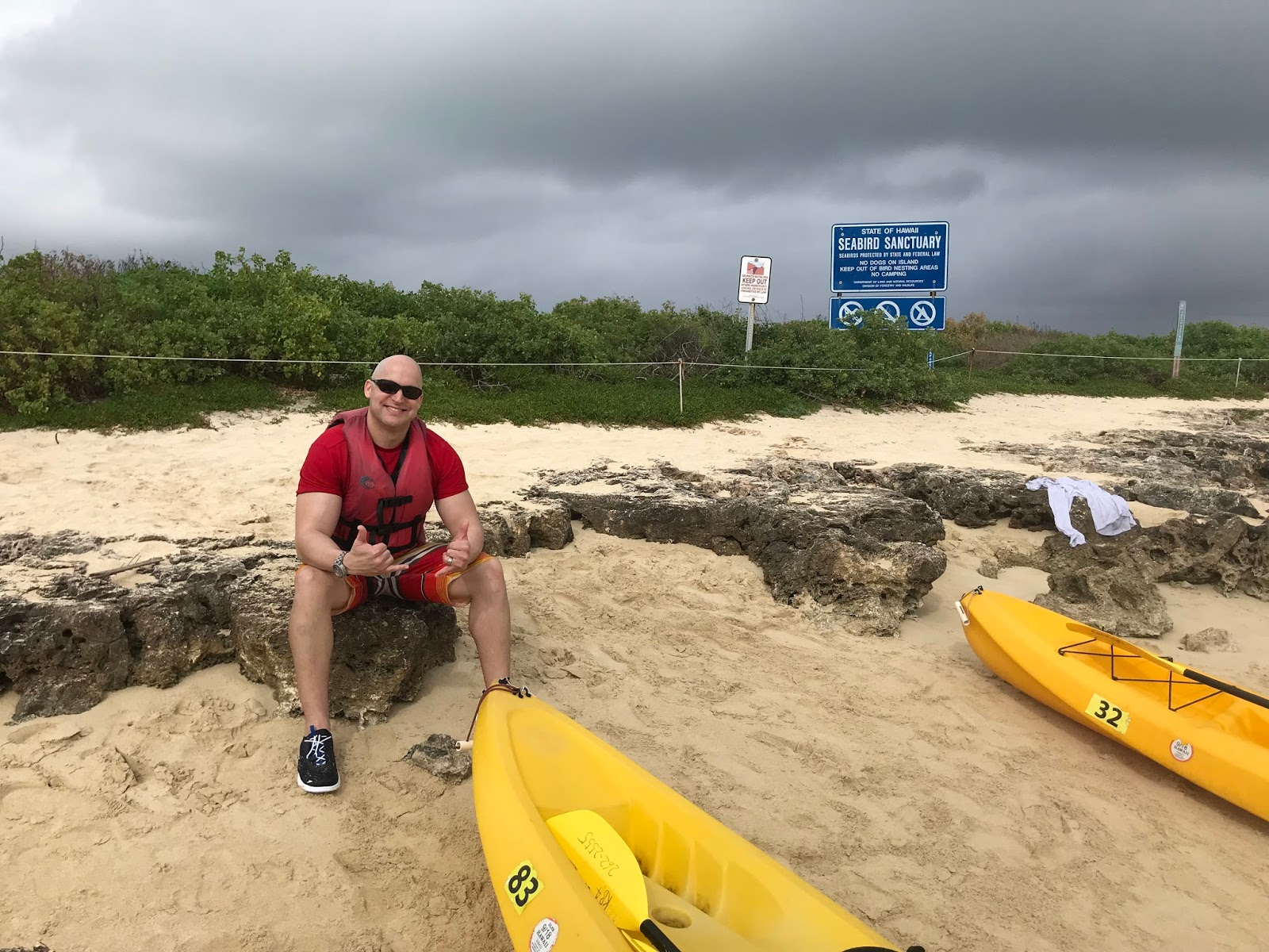 Six World Travelers: Hawaii Day 5: Kayaking to the Mokes