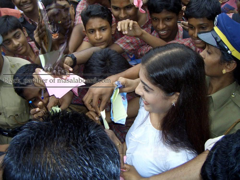 South Indian Actress Nayantara Hot Boobs Show And Boobs -3747