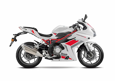2016 Benelli Tornado 302 right side view Hd Images