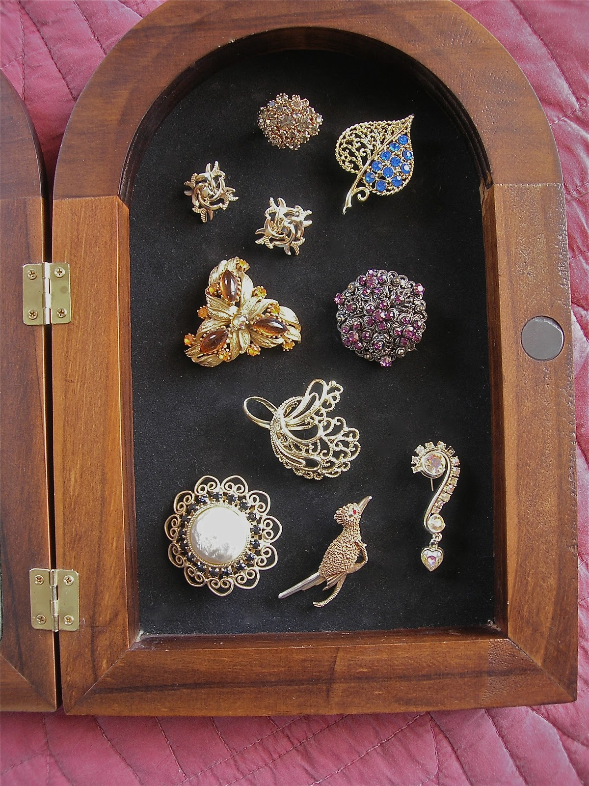 My Little Bungalow Displaying Vintage Costume Jewelry
