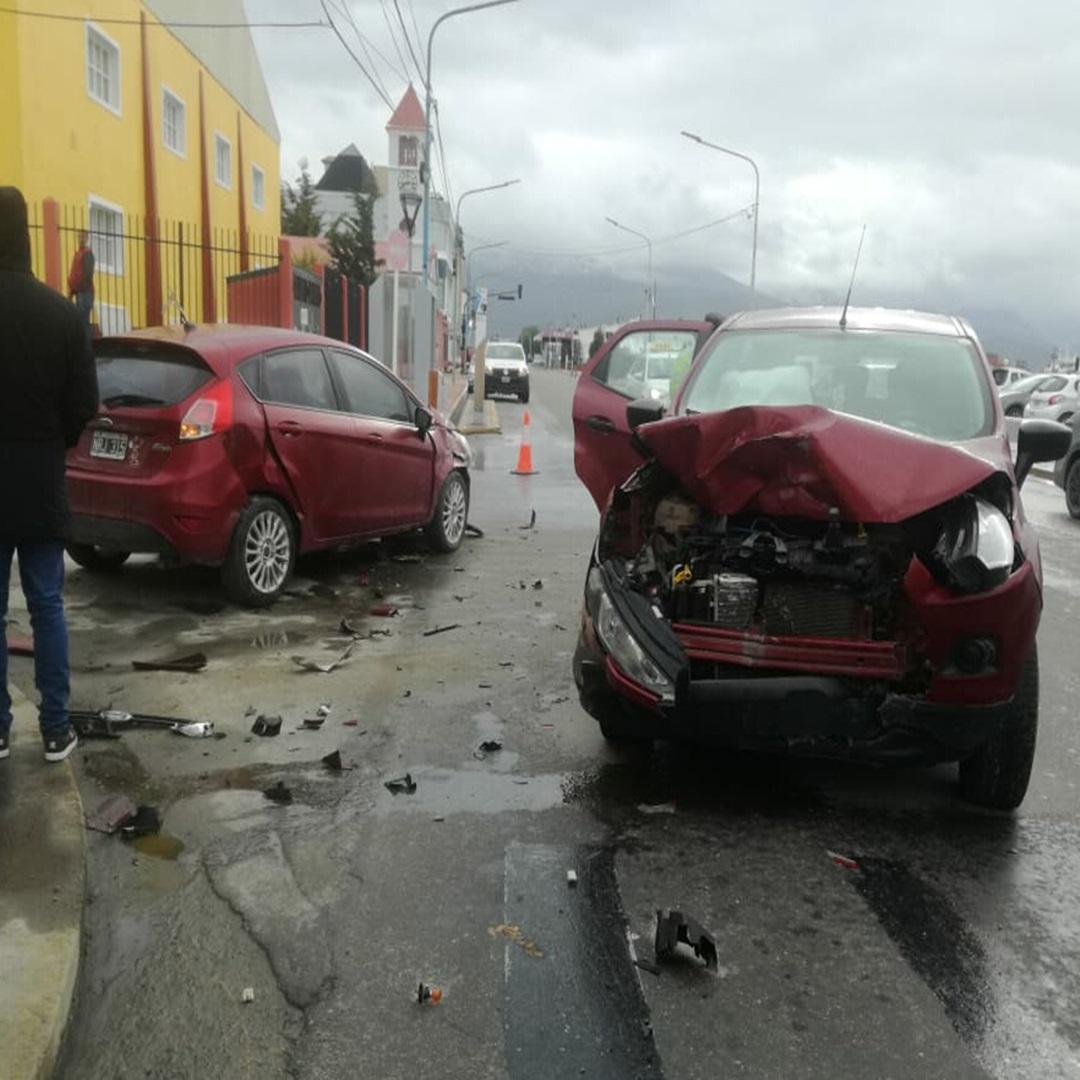 Choque tres vehiculos involucrados