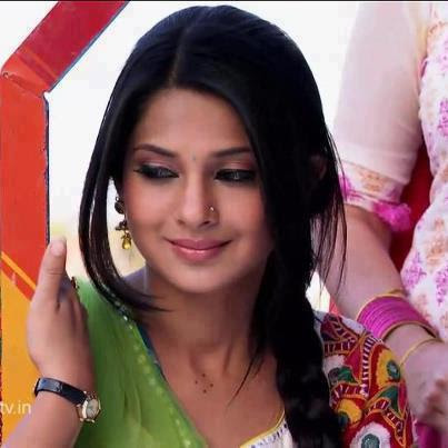 Hindi Drama Serial: jennifer winget as kumud in hindi serial