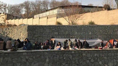 تجمعکنندگان در مقابل زندان اوین