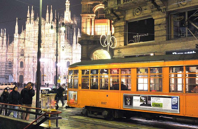 tram going past Milan Cathedral at the Piazza del Duomo
