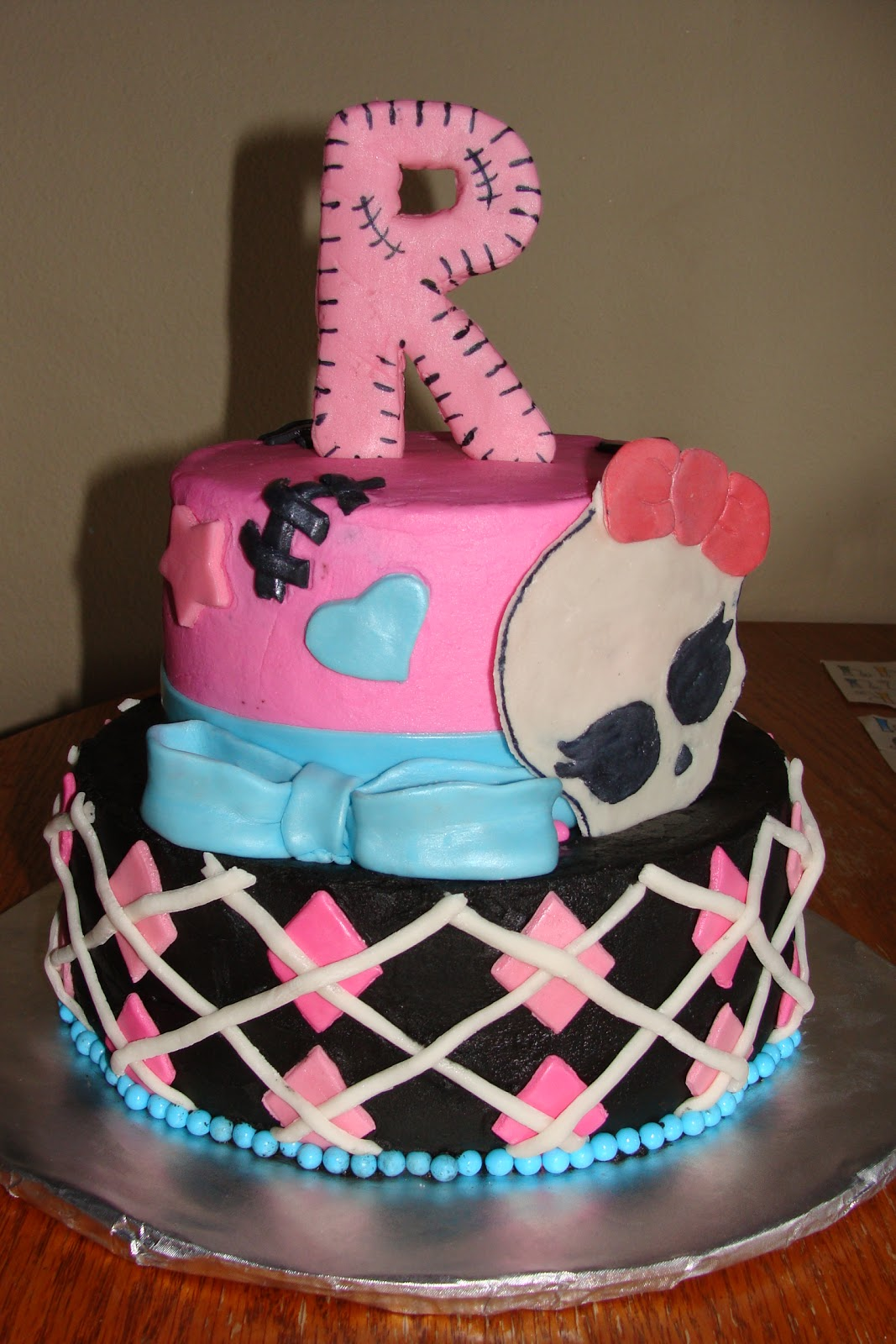 Amber S Cakes Monster High Cake