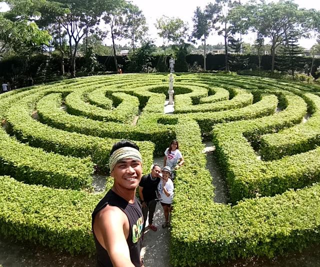 CAPILLA-SANTA-ANA-MAZE-labyrinth-guide-toledo-cebu