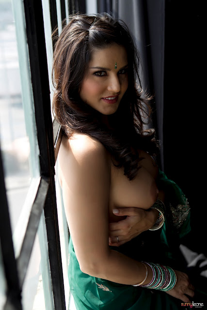 Bollywood actress sunnyleone blue saree nude photo are not