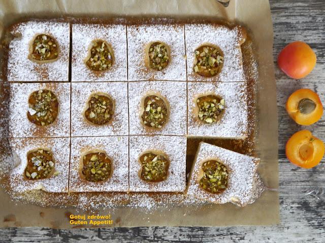 Ciasto morelowe z pistacjami - Czytaj więcej »