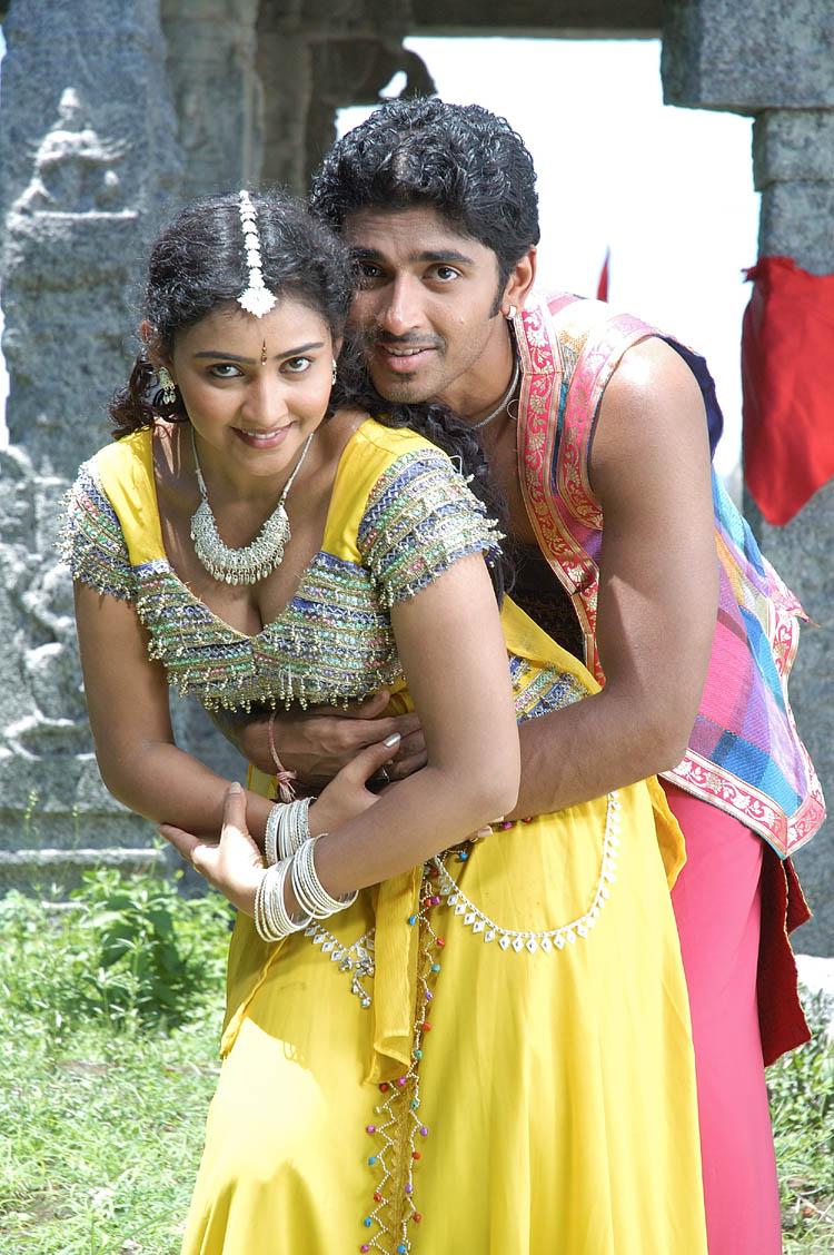 Hot photos and movie stills of Tamil actress love making