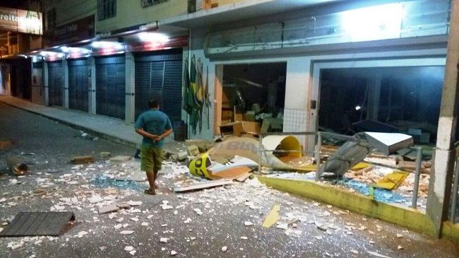 criminosos-explodem-dois-bancos-na-madrugada-no-ceara