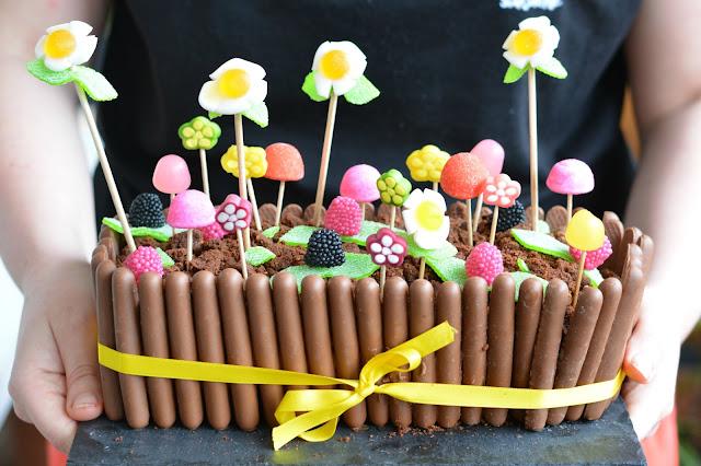Mon g teau de p ques jardini re au chocolat et bonbons autour de cia - Gateau a faire avec enfant ...