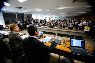 CAS decide legislar e derrota projeto de reforma trabalhista da Câmara