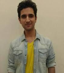 Nivin A Ramani berperan sebagai Neelkanth