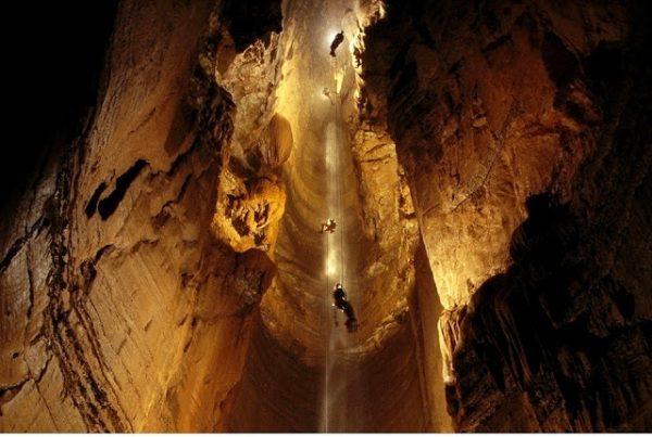 दुनिया की सबसे गहरी गुफा, जहां जाने के नाम से थर-थर कांपते हैं लोग - newsonfloor.com