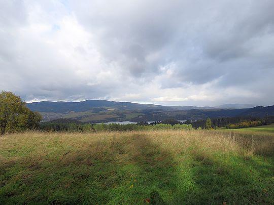 Widok na Jezioro Czorsztyńskie i Pasmo Lubania.