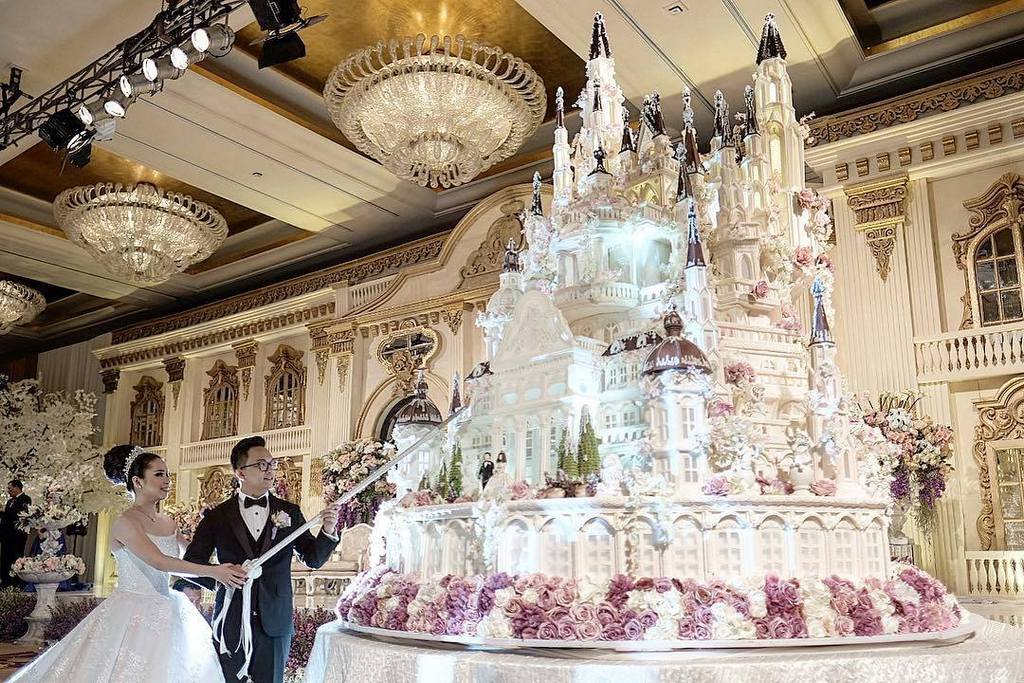 Top 22 Epic Castle Wedding Cake Ideas with High detailed Pictures     Source  Instagram  lenovellecake