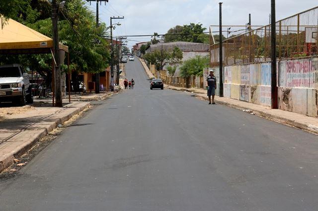 Mais asfalto avenida Roberto Simonsen, bairro Santa Cruz em São Luis-MA. Foto: Agência de Notícias Maranhão