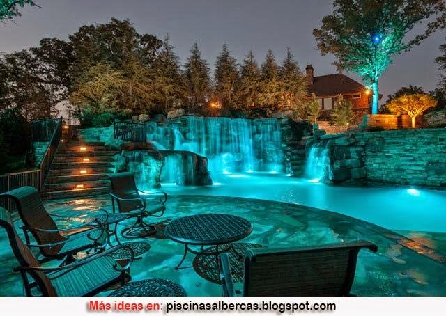 Consejos para ambientar una piscina piscinas y albercas for Piscinas pequenas con cascadas