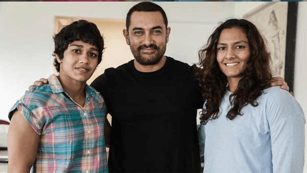 Geeta Phogat With Her Sister Babita Phogat And Aamir KhanHD Wallpaper Photo  Pics