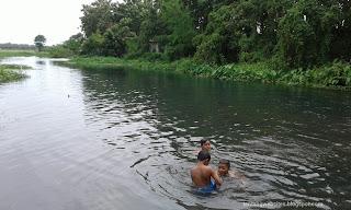 Mandi di umbangan desa Beteng sari Lampung