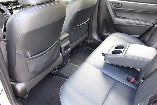 Toyota Corolla XEi 2018 - interior - espaço traseiro