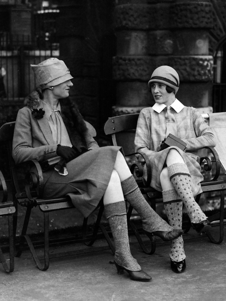 22 Fabulous Vintage Photos of Shoes and Hosiery Fashions ...