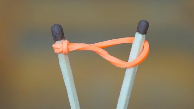 Como acender palitos de fósforo usando um elástico