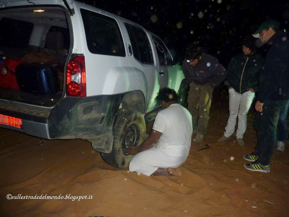 cambiare la ruote nel deserto