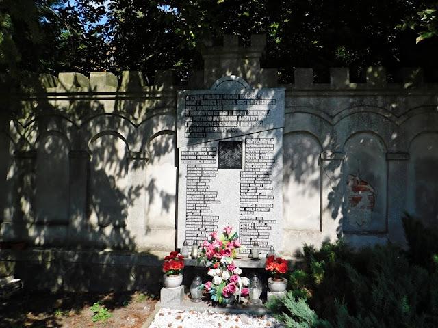 wojna, pamiątkowa tablica, gościeszyn, powiat wolsztyn, kościół, mur kościelny