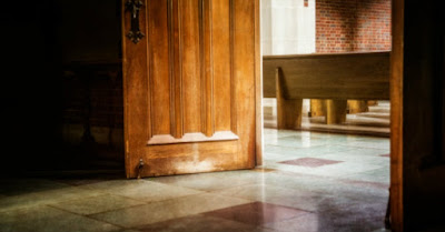 Ușa unei biserici - foto de pe biblestudytools.com