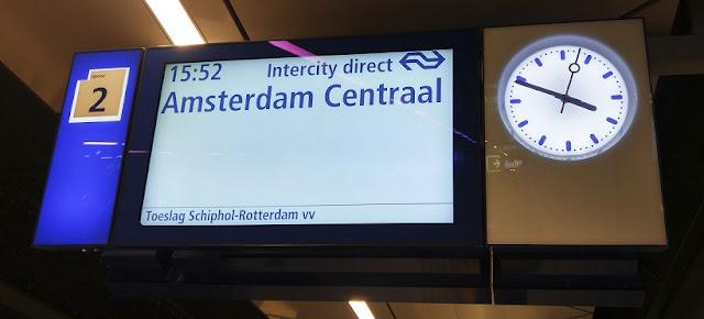 Viagem de trem em Amsterdã