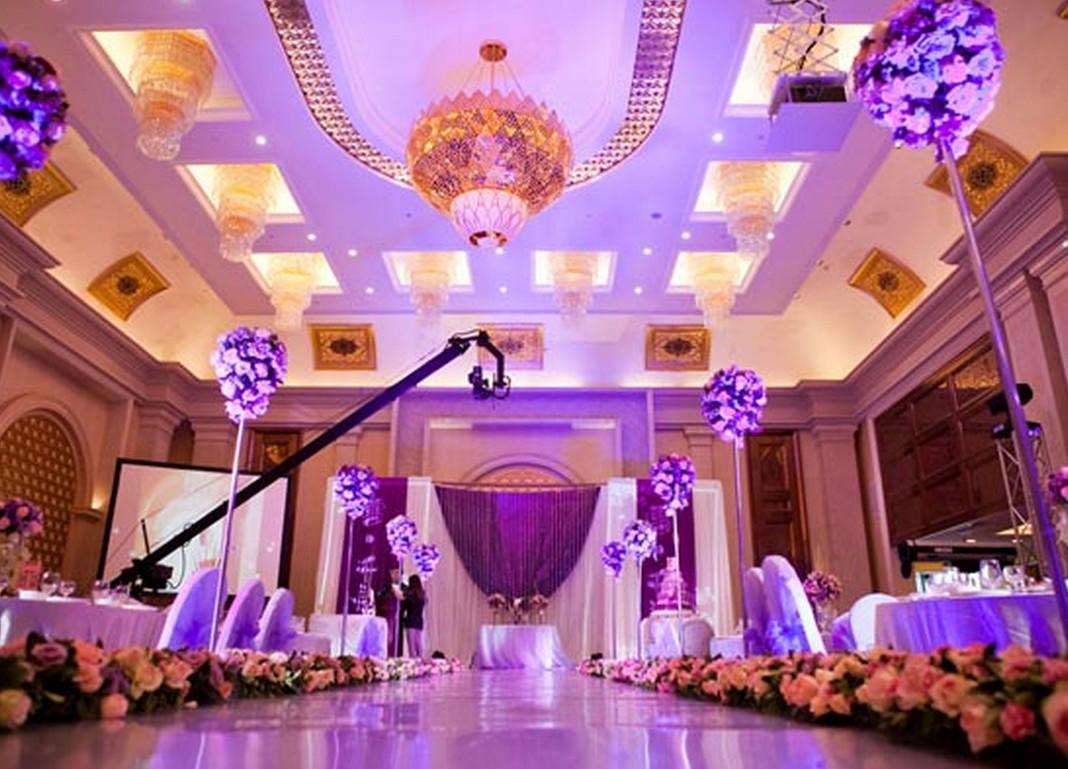 10 dekorasi pernikahan bertema ungu