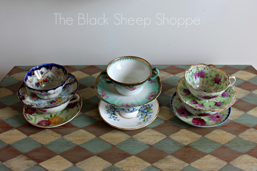 Pretty vintage tea cups.