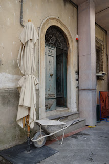 construction props in centro Pietrasanta Italy