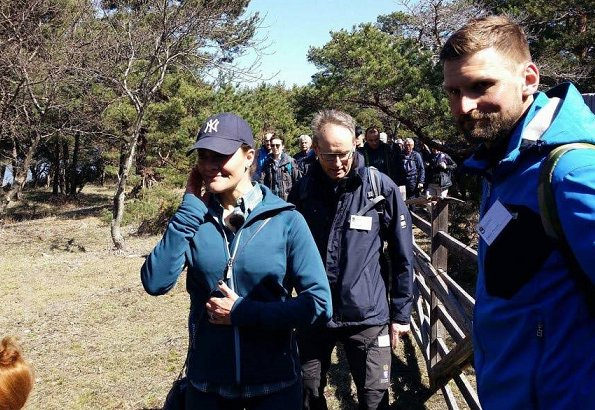 The eighth hiking of Crown Princess Victoria takes place in Gotland region today. Hall-Hangvar Nature Reserve which is 14 km and ends with Svarthäll