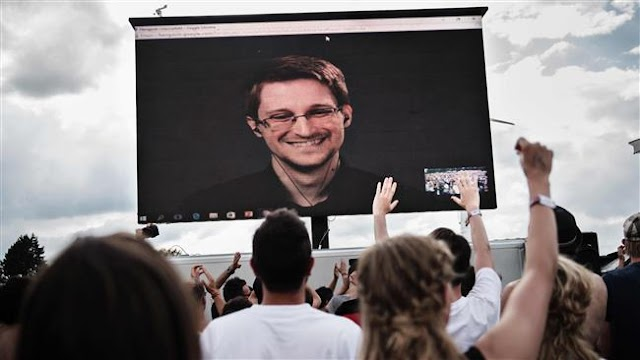 US congressional panel blasts former NSA contractor Edward Snowden