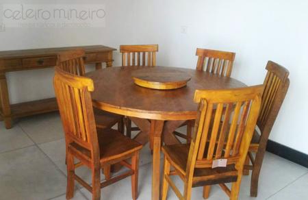 mesa rústica de madeira de demolição redonda com pé em x