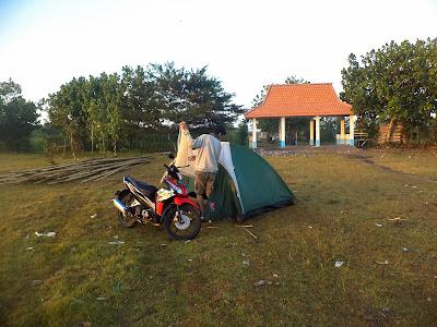 camping di pantai wotgalih