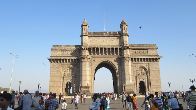 Public engagement at Gateway of India wallpapers