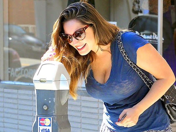 Kelly Brook Shouldn't Have to Pay for Parking