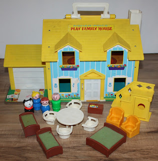 fisher price 952 yellow house