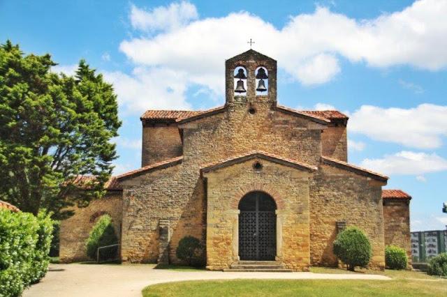 Prerrománico asturiano San Julián de los Prados o Santuyano en Oviedo