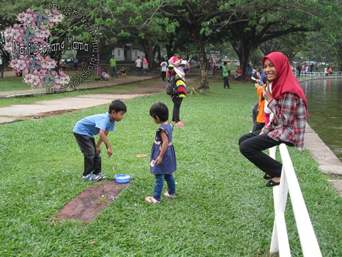 Main Buih Sabun di Taman Tasik Shah Alam