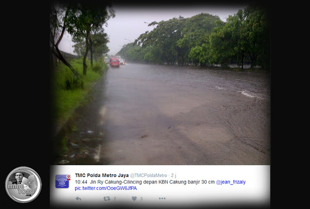 Jl. Raya Cakung-Cilincing depan KBN Cakung banjir 30 cm