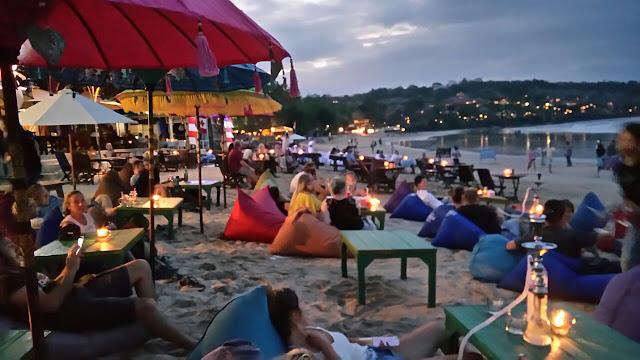 Tips Mengunjungi Tempat Wisata di Bali Bersama Teman-teman, Pantai Jimbaran Bali