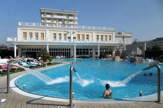 Una buona vita all 39 hotel terme all 39 alba ad abano terme per una buona vita - Abano terme piscine termali ...