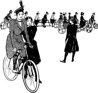 polkupyöräilyä opettelevia naisia