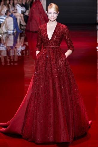 17aa481b7d Para este otoño invierno 2013 2014 Elie Saab presento una colección de  vestidos de fiesta realmente hermosos. Con un estilo romántico el diseñador  mostró en ...